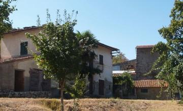 Farmhouses and farmsteads - JKM-1090